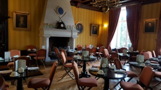 The breakfast room with fire place
