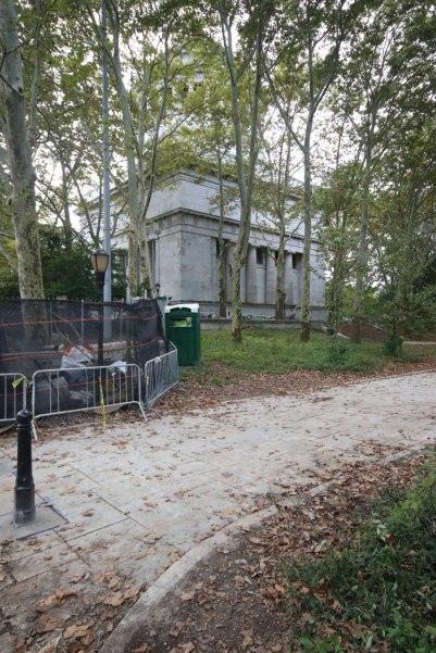 Grant's Mausoleum hidding in the park